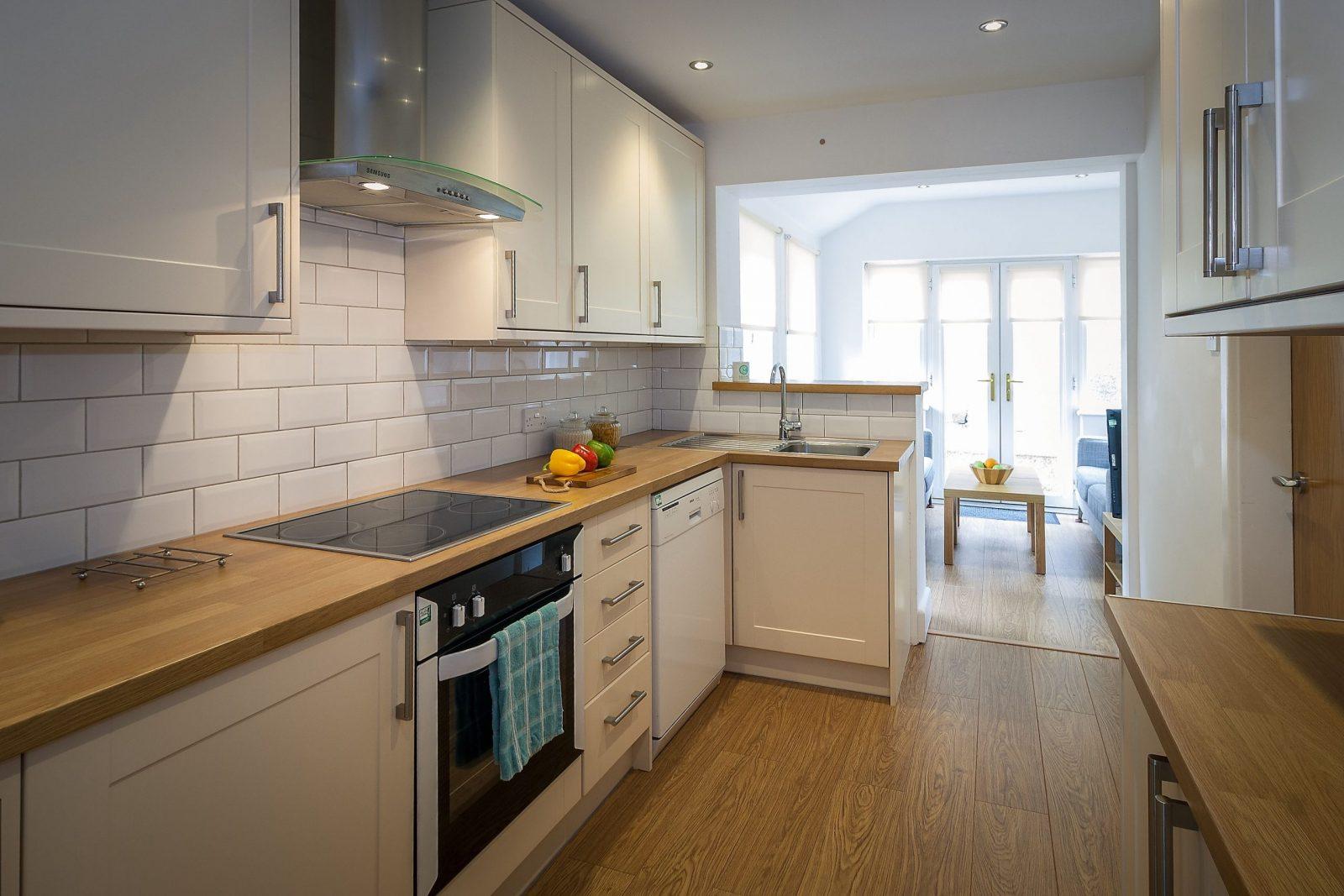 20 Anthony Road Lancaster 4 bedroom student house kitchen 01